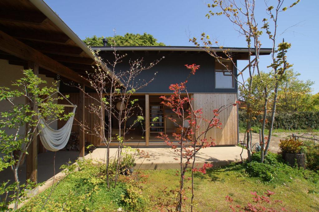 植栽が映える平口ゲストハウス