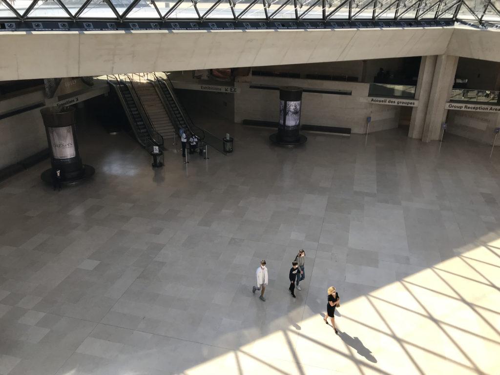 ルーブル美術館メインエントランス
