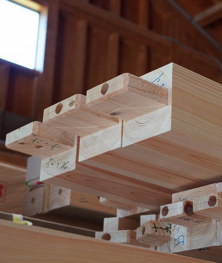 組み立て前の柱