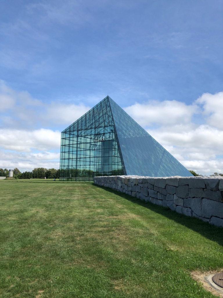 ガラスのピラミッドhidamari