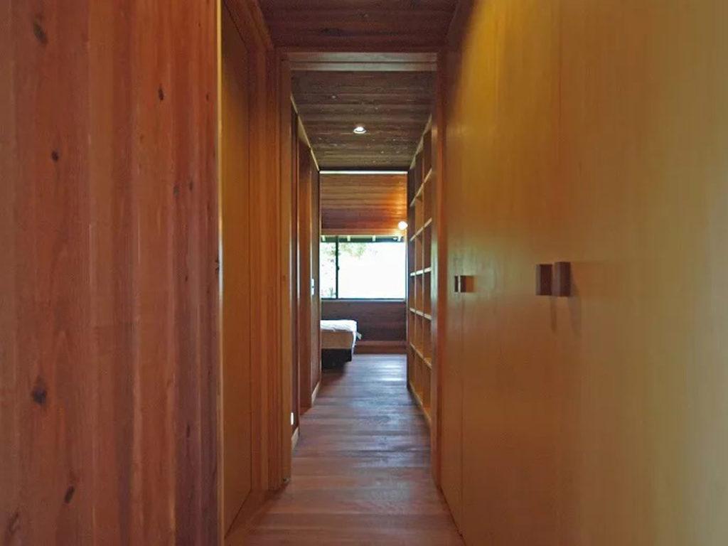 廊下からみた寝室