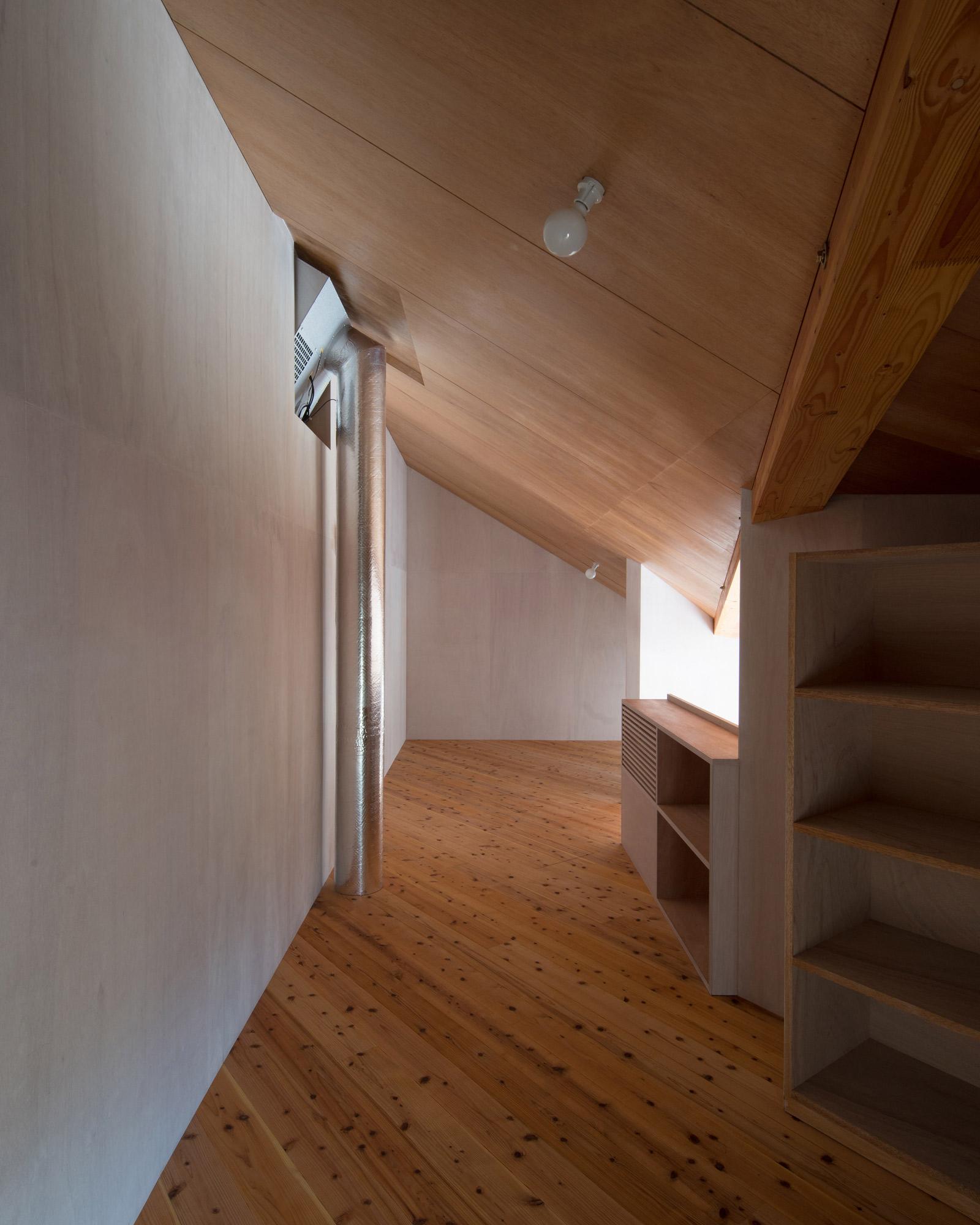 斜め天井の客間