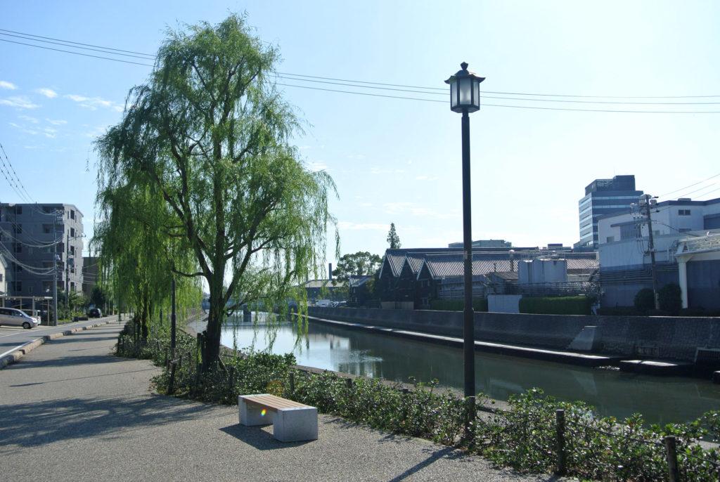 工業の町の運河