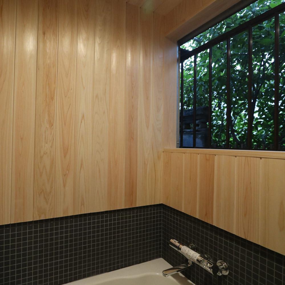 檜のバスルーム