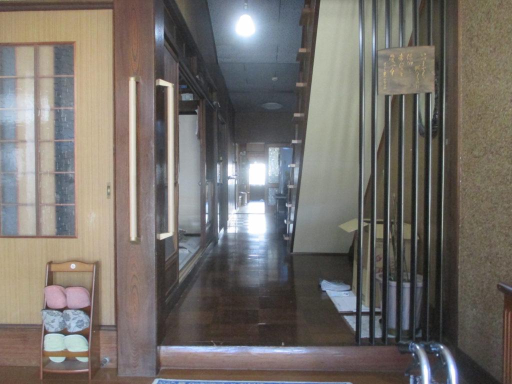 リフォーム前の古民家の玄関