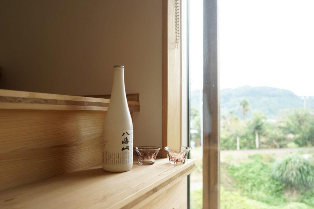 階段と酒八海山