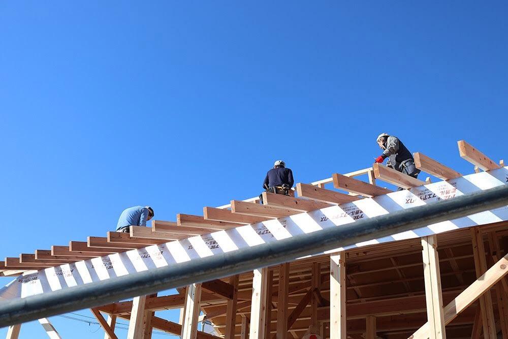 建築中の屋根