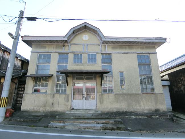 時代を感じる外観の旧郵便局