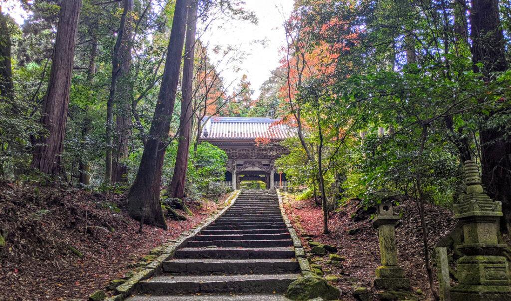 西山興隆寺階段
