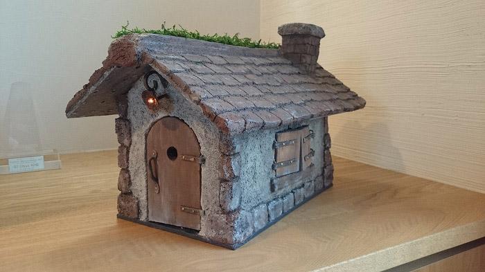 モルタル製のドールハウス