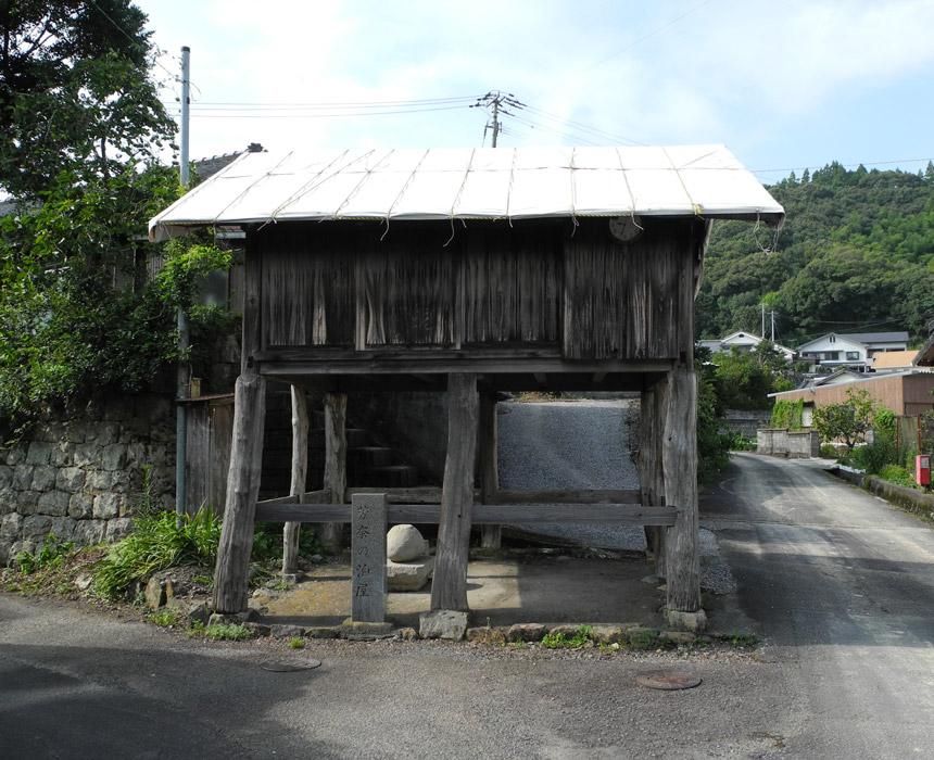 角地に建つ下組の泊り屋
