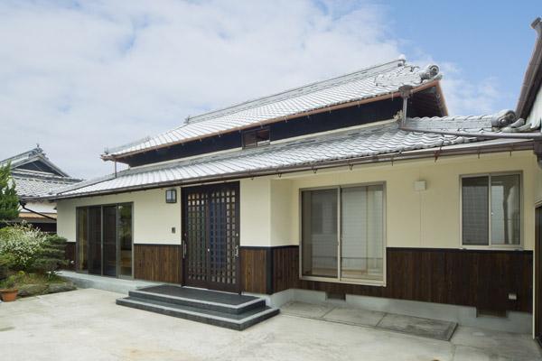 腰板の外観の家施工事例