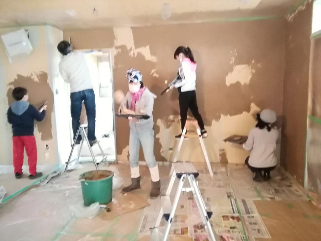 みんなでDIYした珪藻土塗り壁