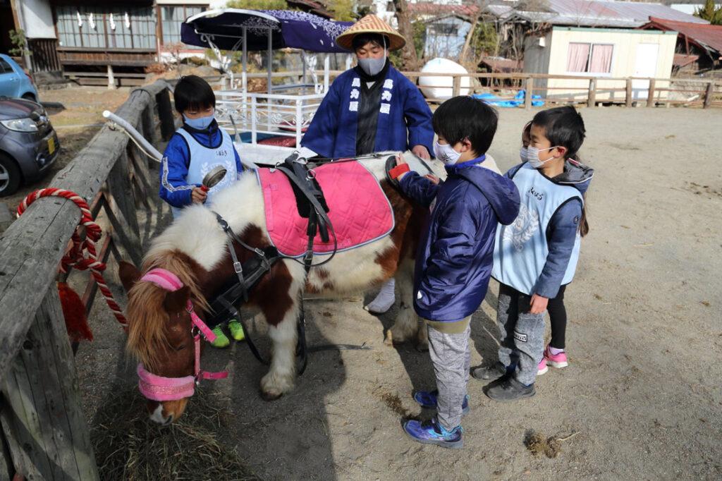馬と子供達