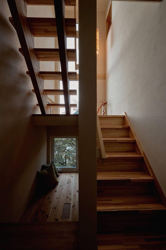 階段下のこもりスペース